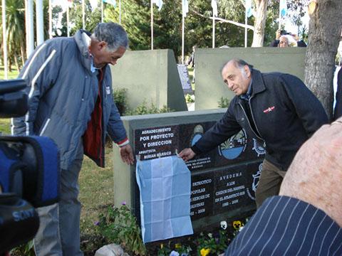 Pedro Alvarez y Tomas Villarreal Descubriendo placa del SOMU