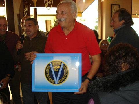 Recibiendo Logo del Centro Dr. Enrique Stein